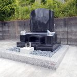 舞鶴市東舞鶴でのインド産M-10。洋型墓石の建立工事