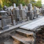 宮津市日置の地区共同墓地でのお墓リフォーム工事。墓地内に竹が生える悩みを解消、雑草対策をしました。
