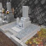 中国産AG98にて8寸角のお墓。舞鶴市東舞鶴の寺院墓地でしっかりと基礎工事と耐震施工。