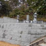 京都府舞鶴市西舞鶴地域墓地にてブロック積み、お墓五輪塔基礎据え直し工事