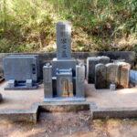京都府舞鶴市西舞鶴山の上の墓地にてお墓傾き直しと防草工事